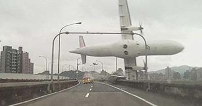 dash-cam-captures-taiwan-plane-crash.jpg