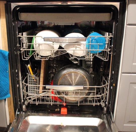 how to load a dishwasher bottom rack