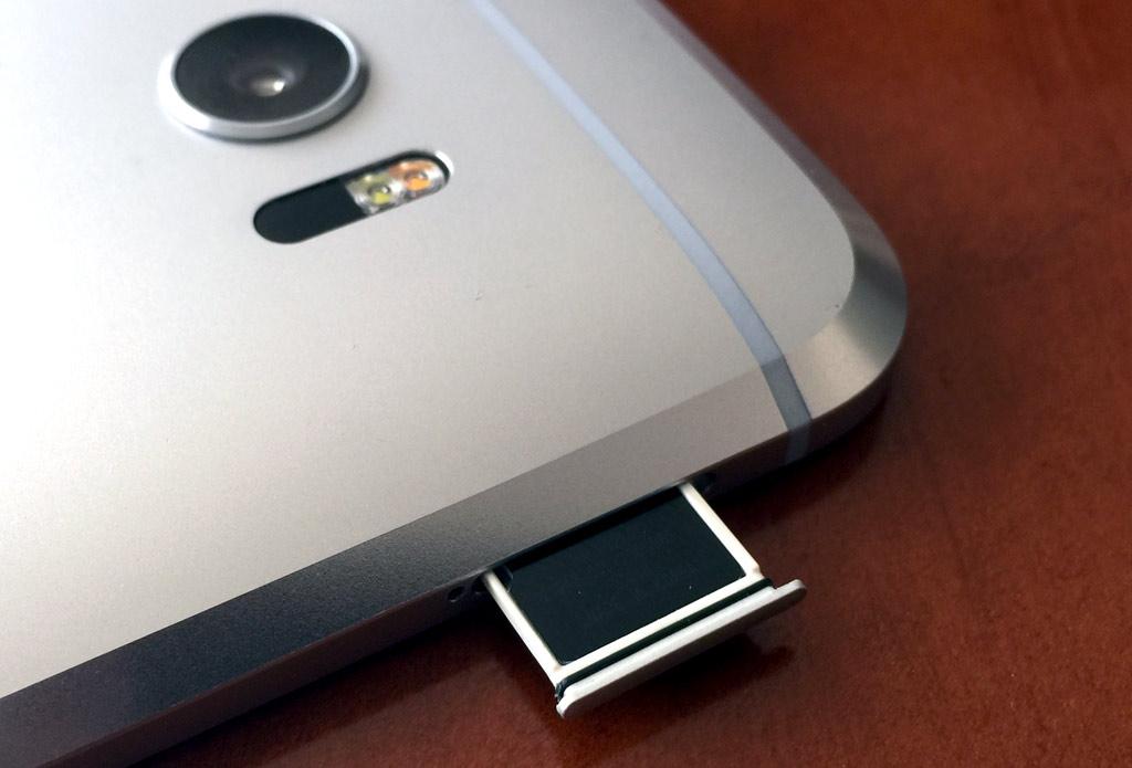 Memory-card-in-phone.jpg