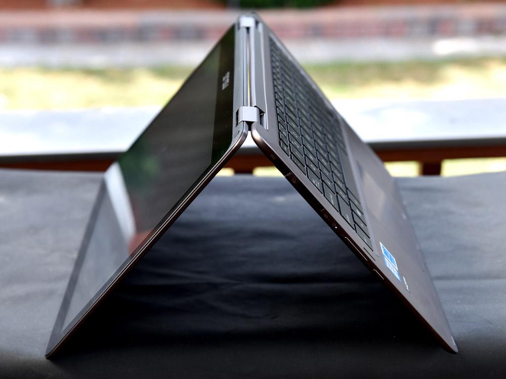 Asus-ZenBook-UX360-tent