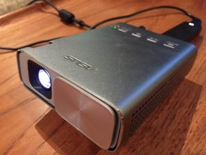 Asus zenbeam e1 pocket projector review best buy blog img4858 greentooth Images