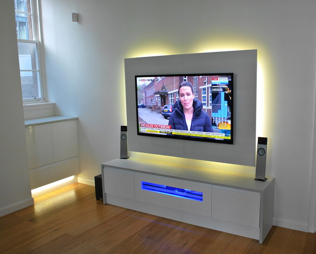 apartment modern-home-theater courtesy Houzz