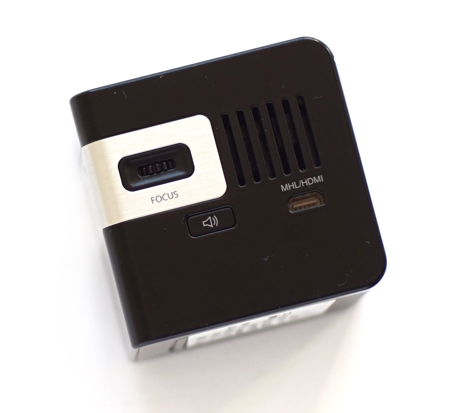 Insignia pocket projector review best buy blog for Best pocket projector for presentations