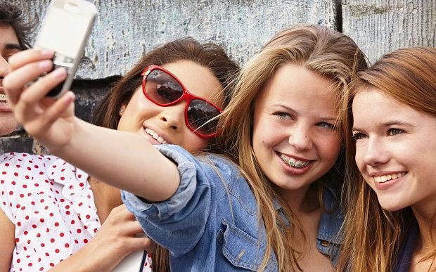 teenagers-selfies-_3105210b