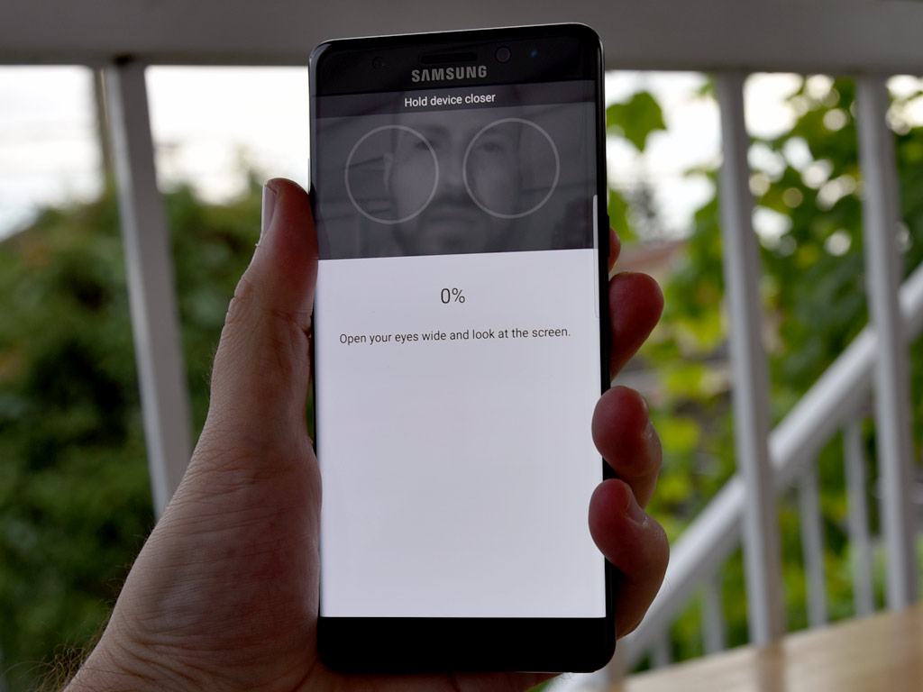 Samsung-Galaxy-Note7-iris-scanner