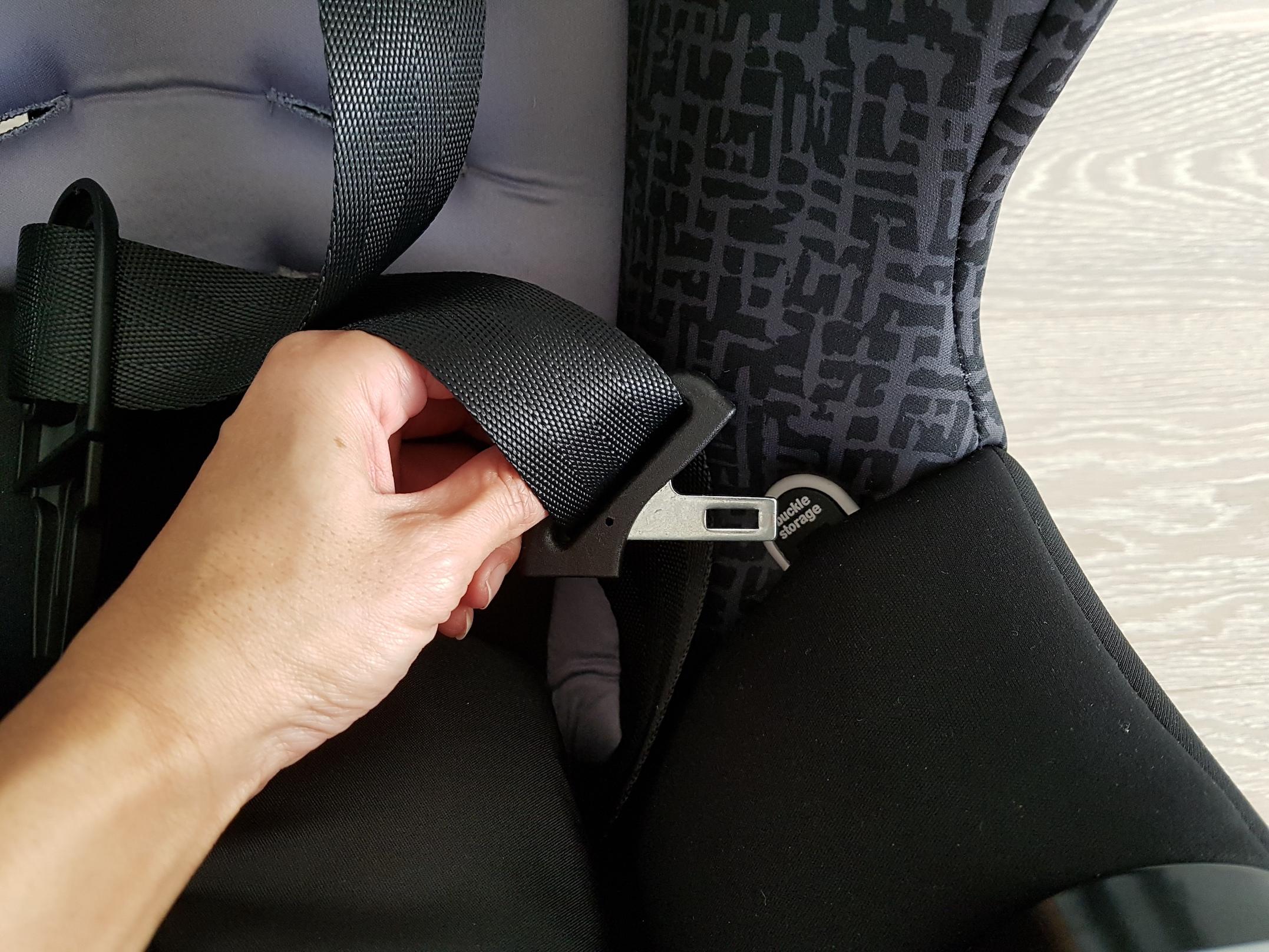 evenflo_car_seat_bby_buckle