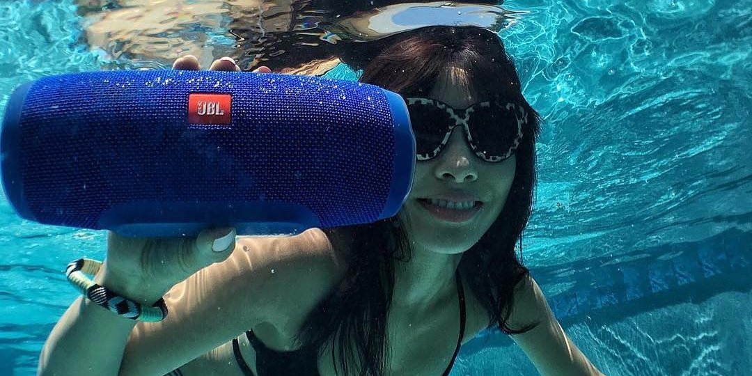 jbl-charge-3-water