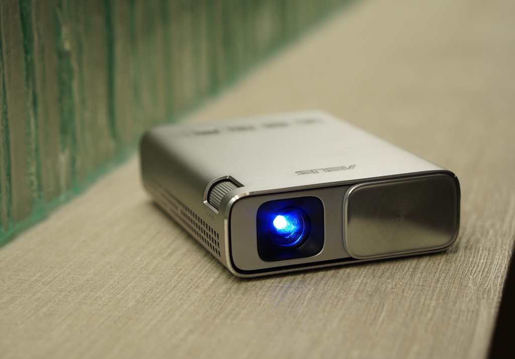 Asus zenbeam e1 portable projector review best buy blog for Best portable projector