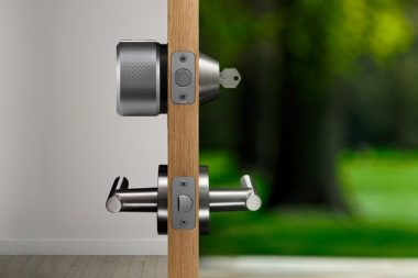 door opens automatically with august smart lock