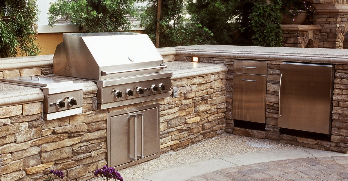 Outdoor kitchen and bbq essentials best buy blog for Outdoor kitchen wall ideas