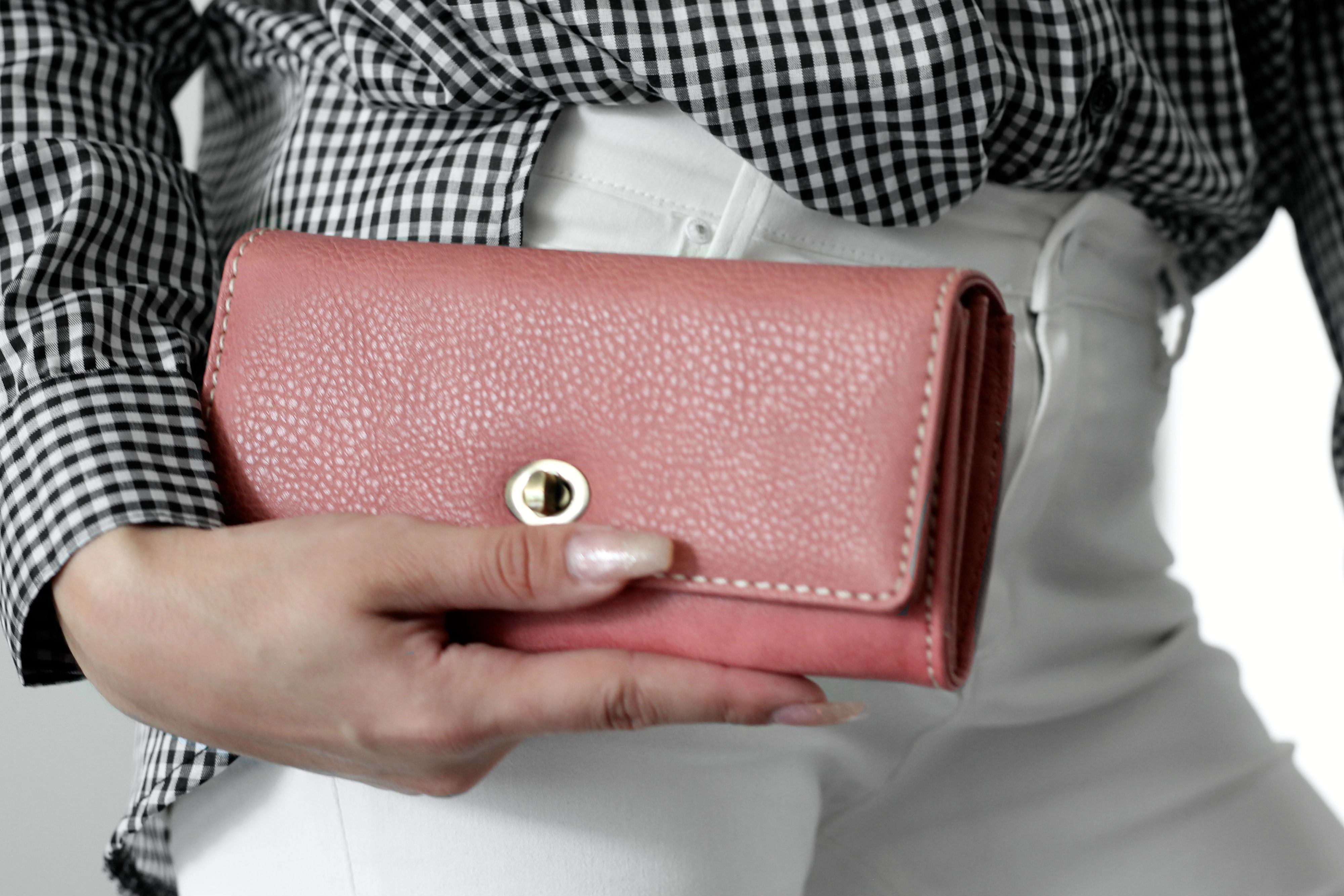 Roots Pink Tech-Friendly Clutch at Best Buy Canada