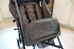 guzzie and guss lightweight stroller footrest up