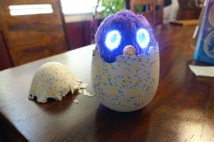 hatchimals glittering garden emerging from egg