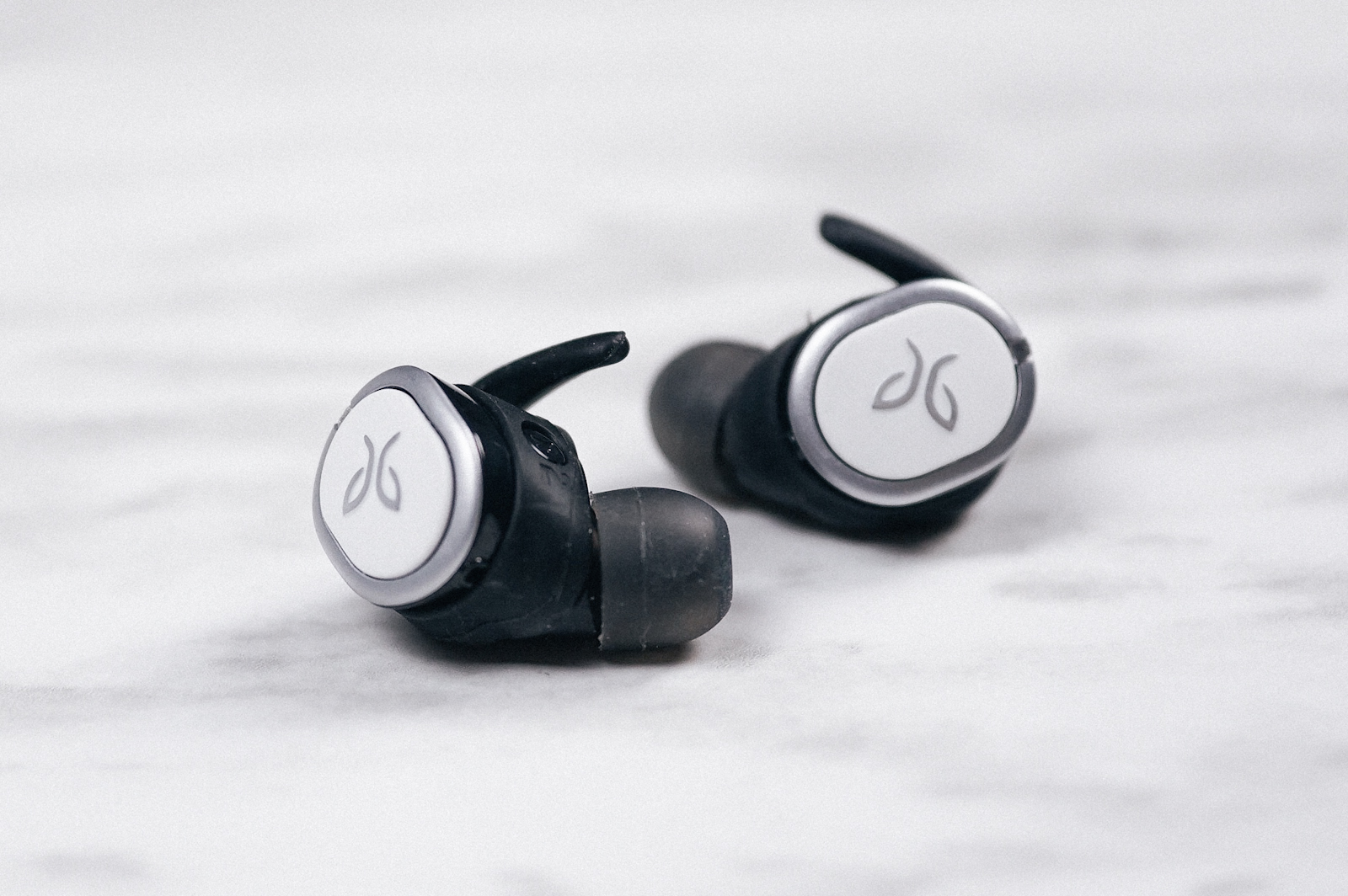 b3b74555c19 Wireless earbuds have come a long way. They're no longer the heavy, bulky  earbuds of days gone by. Instead, many of today's earbuds are sleek and  durable, ...