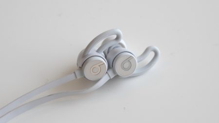 Beats includes everything you need to try to find the most comfortable  configuration with the urBeats 3. Although the four eartip sizes ensure the  perfect ... abd220a497