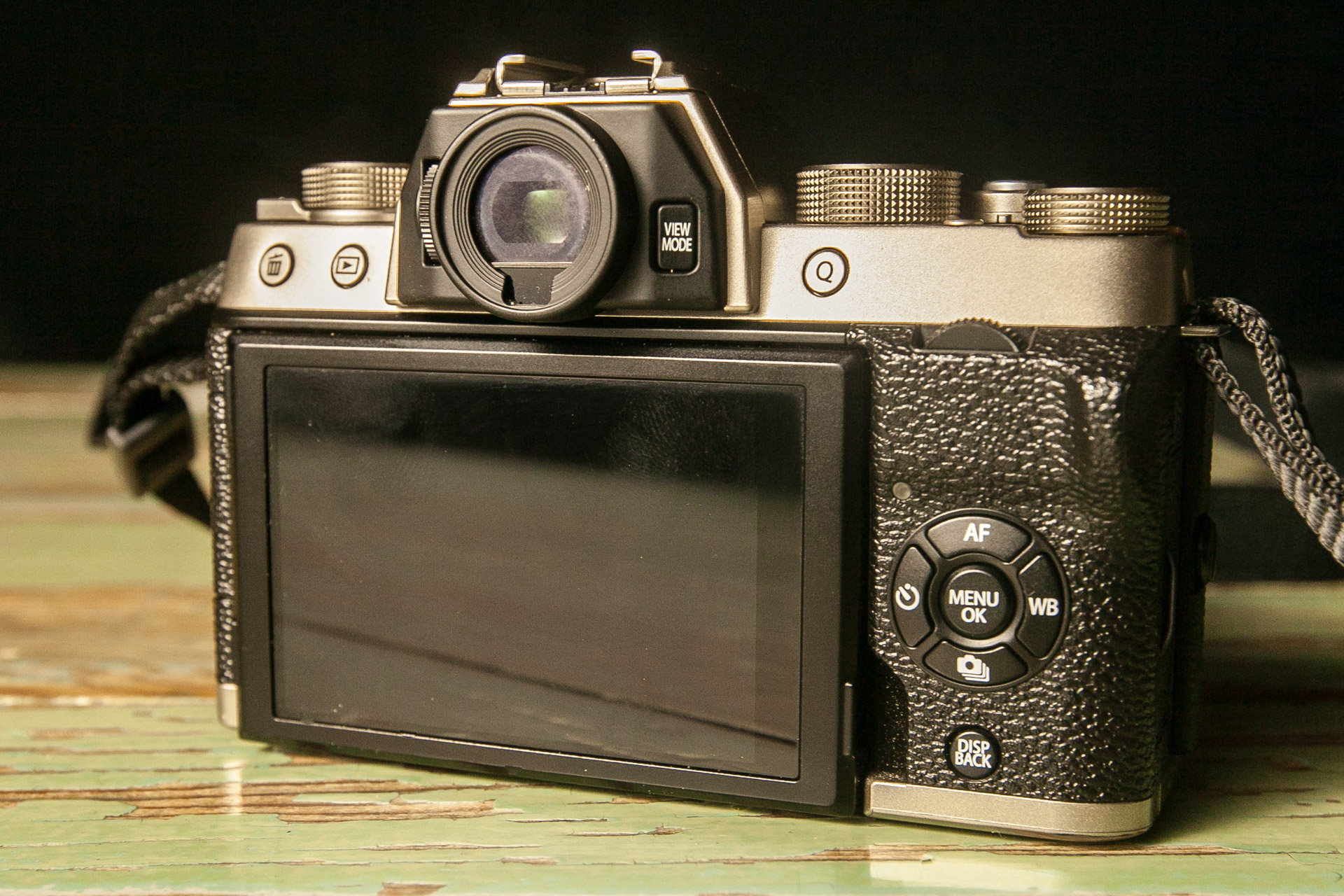 Image showing the back of the Fujifilm X-T100