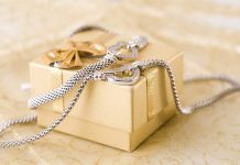 why jewelry is always a great gift