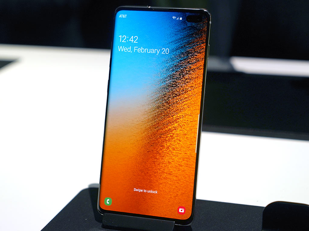 Samsung Galaxy S10 cellphone