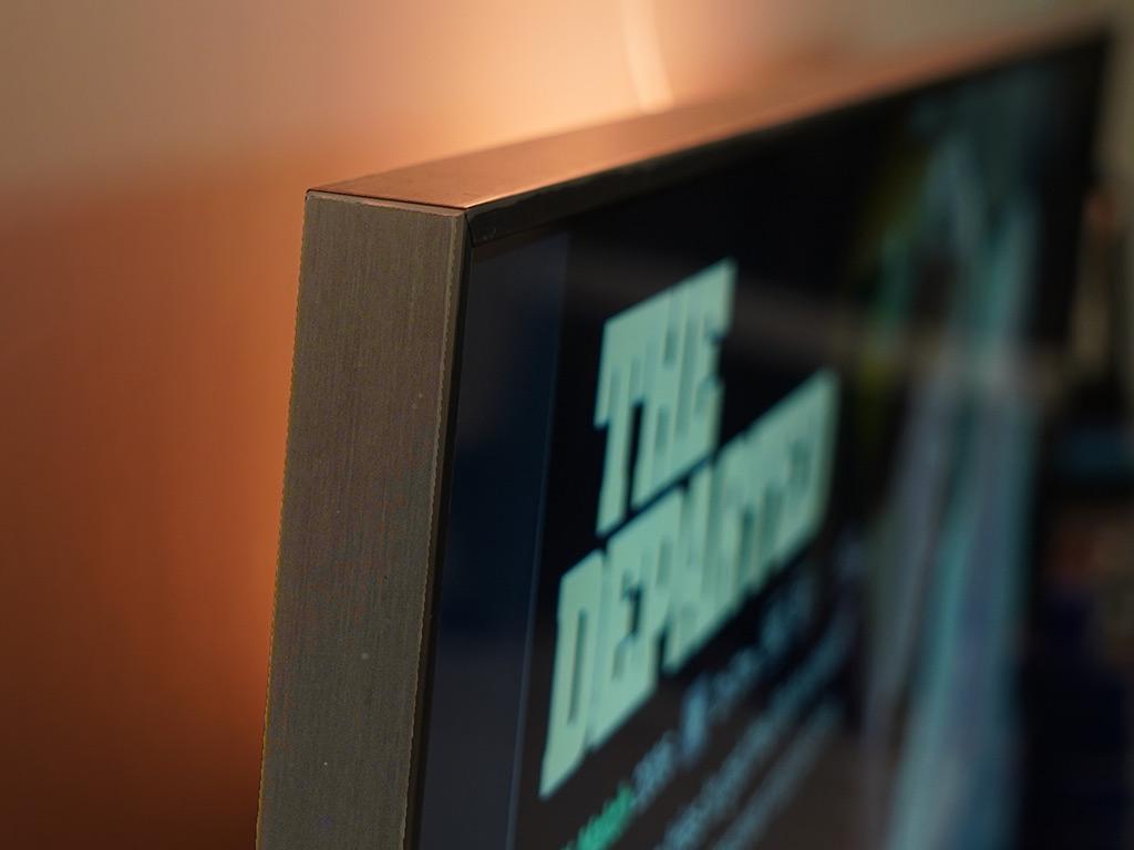 Vignette Effect of TCL 55R615 TV