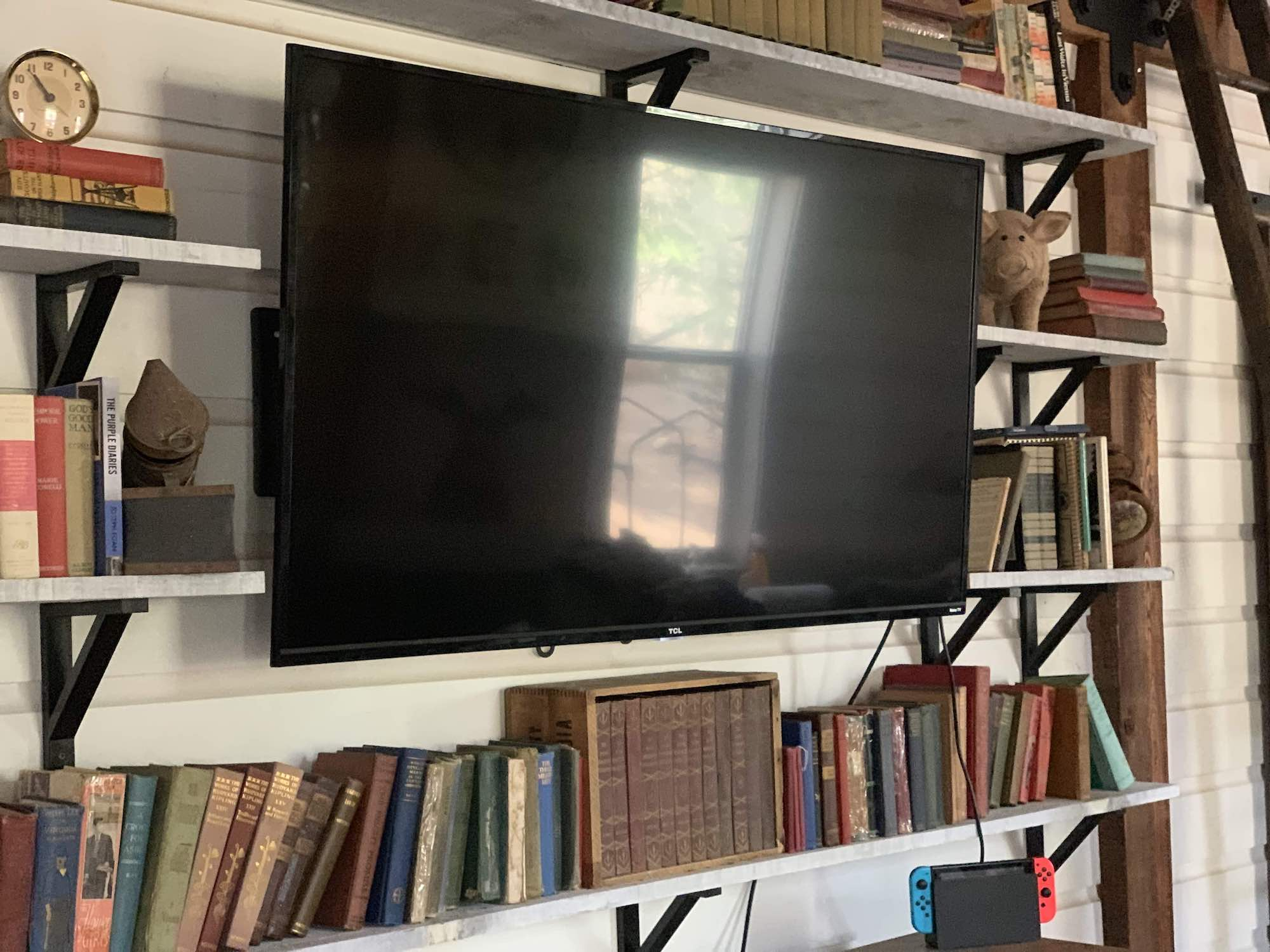 TCL 4 Series Frame