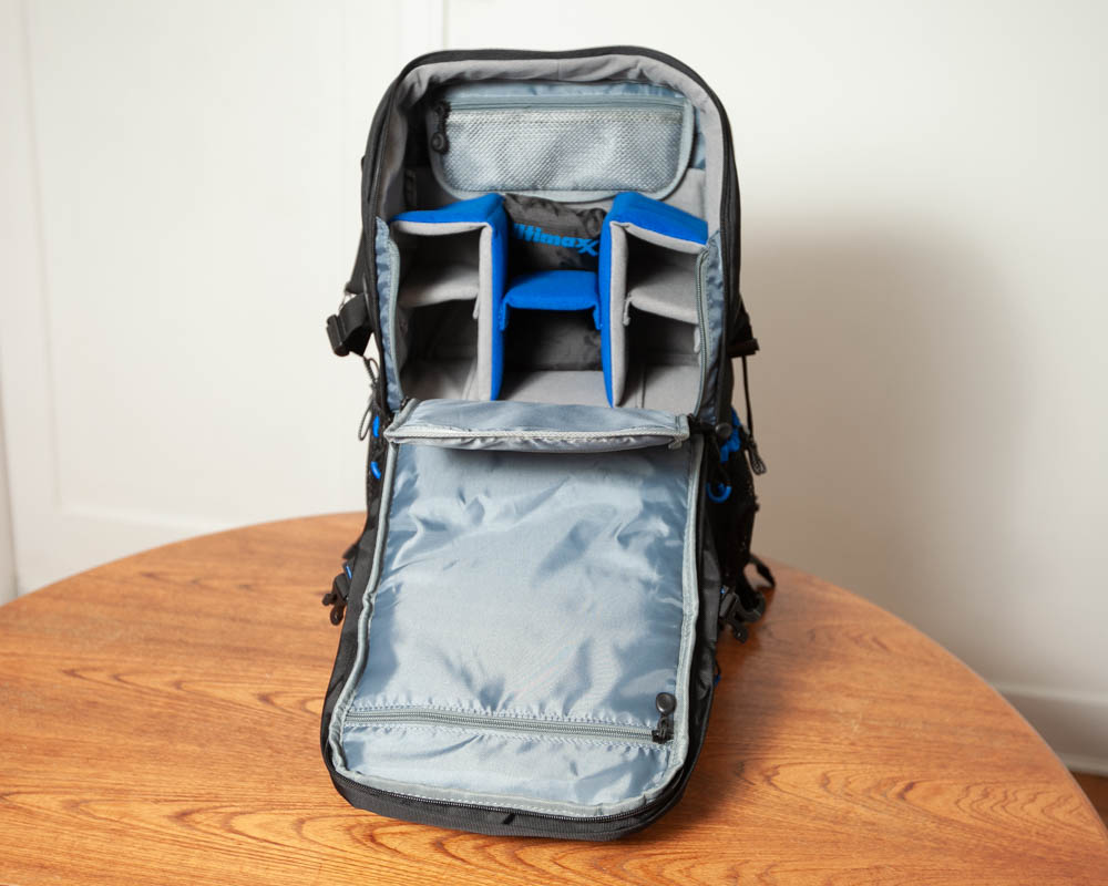 Photo of interior o Ultimaxx Professional Deluxe Camera Backpack