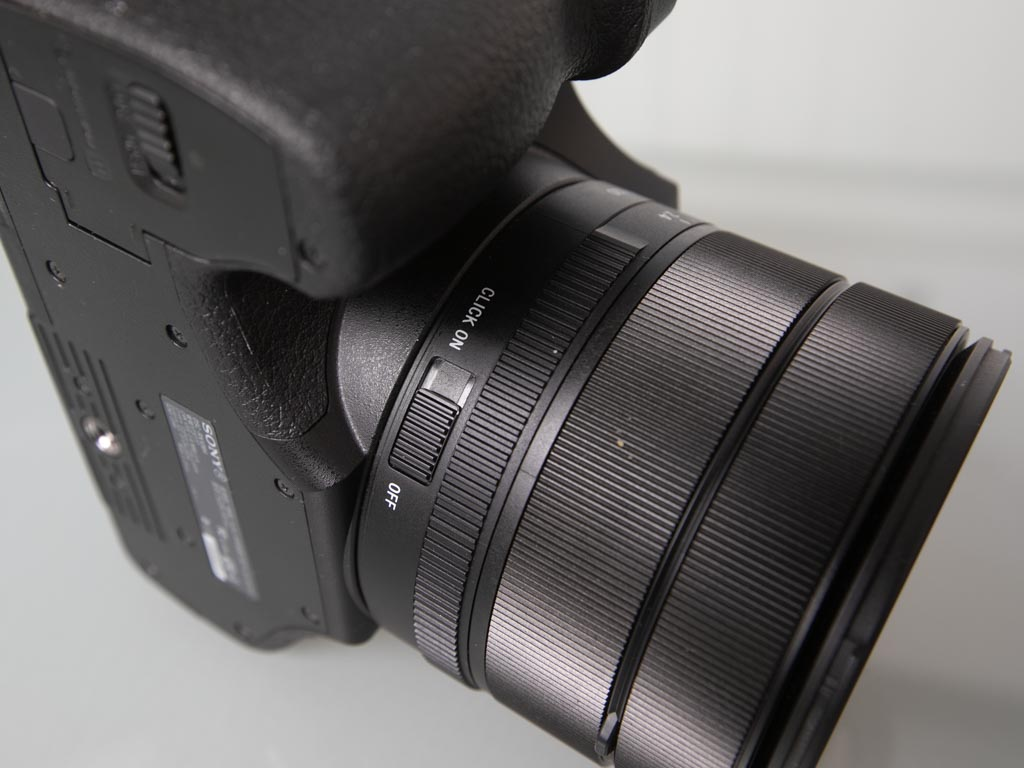 A photo of the declick selector switch on the Sony RX10 IV