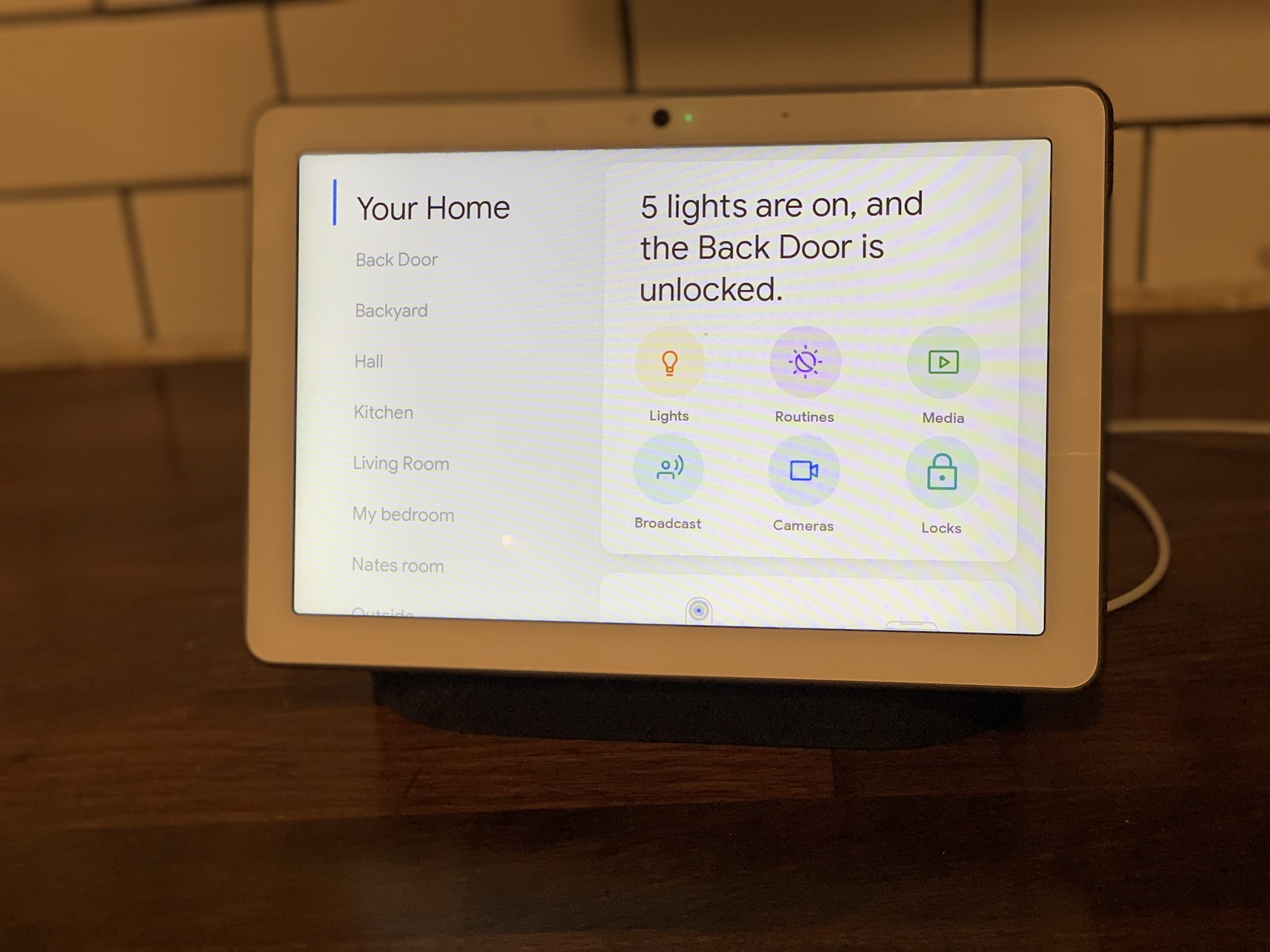 Google Nest Hub Max controls your smart home