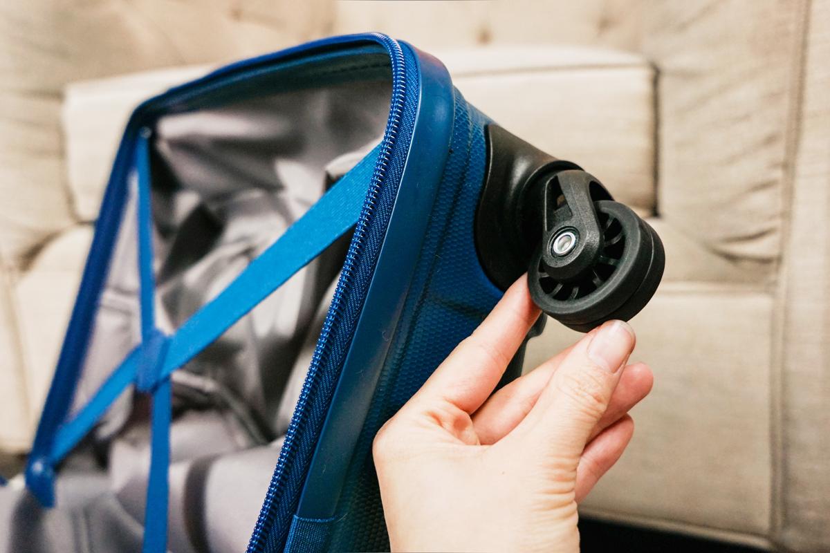 les pneus de la valise de cabine de Tanoma de JUMP