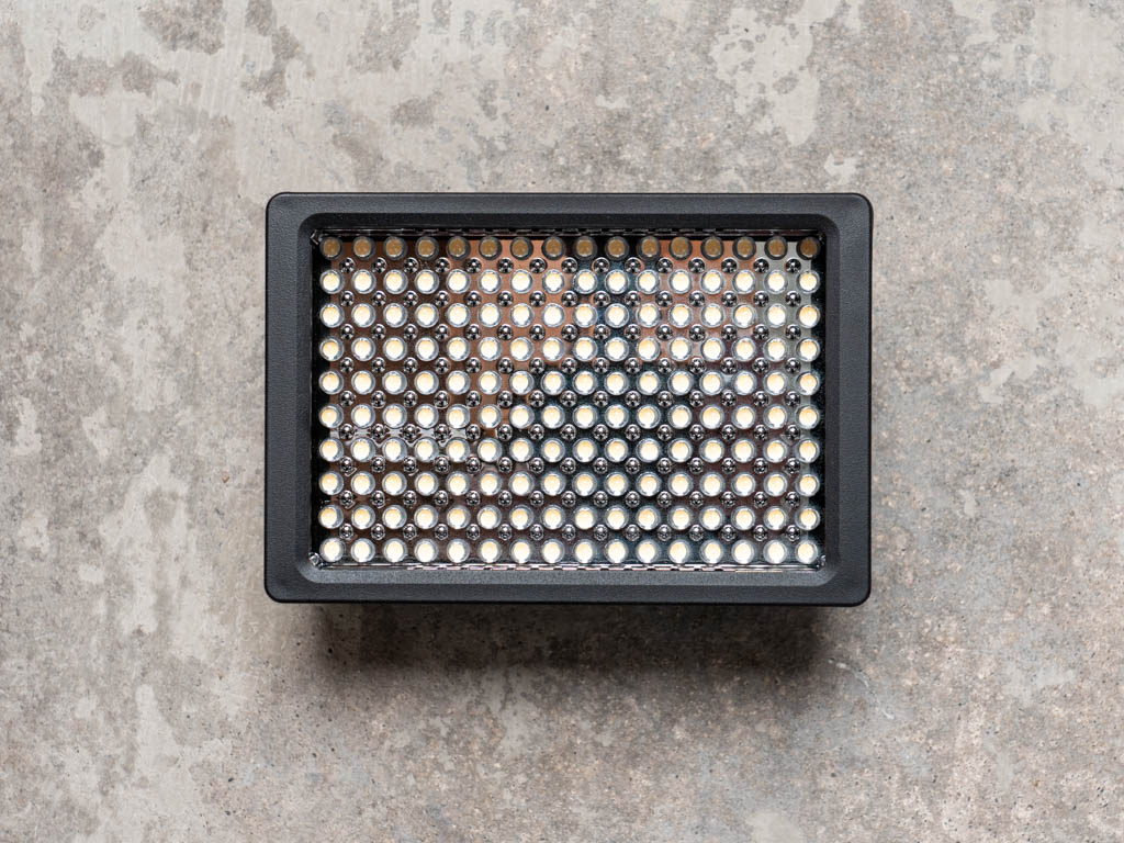 A photo of the Ultimaxx 160 LED video light
