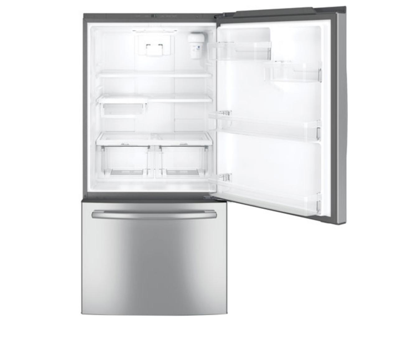 Bottom freezer fridge