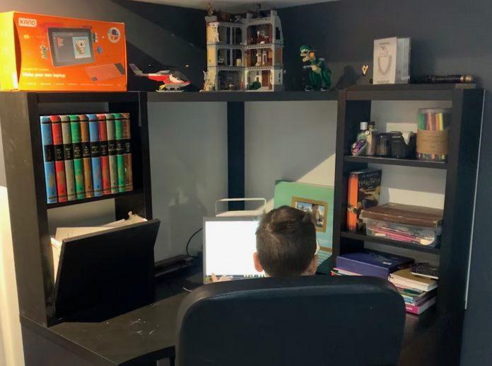 kids work area desk setup