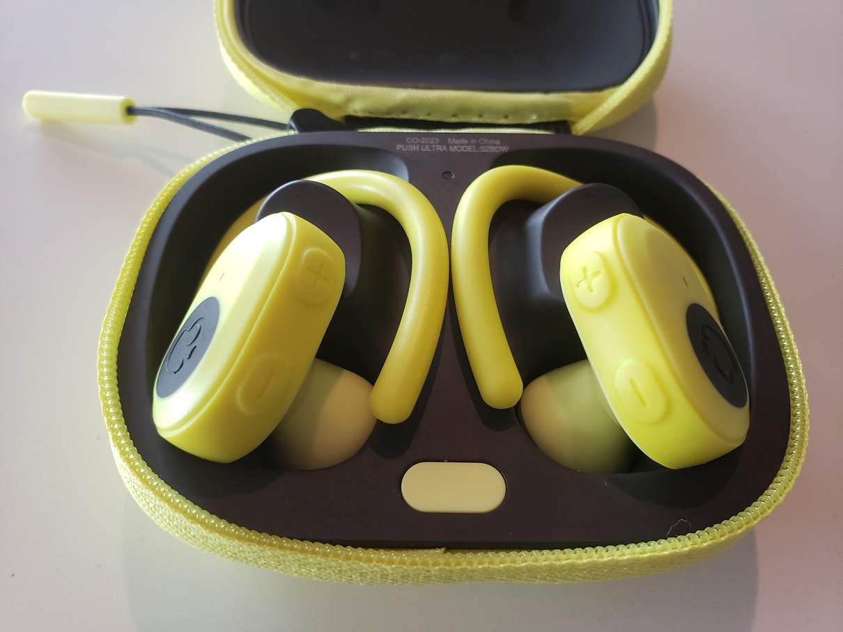 image of the Skullcandy Push Ultra in its charging case
