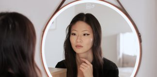 Hilo Smart Mirror Light review functions pros cons