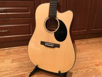 Dreadnought style guitar