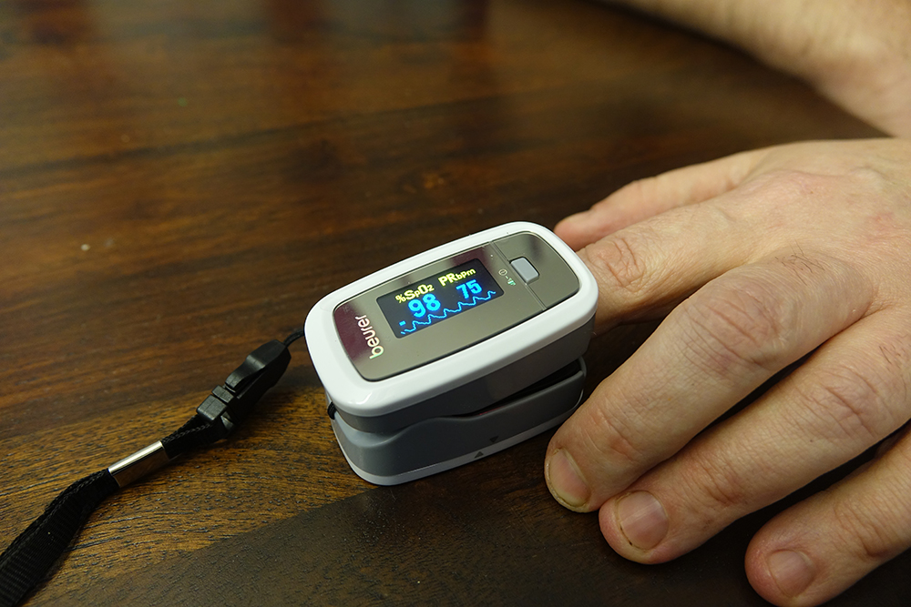 beurer pulse oximeter with finger 2