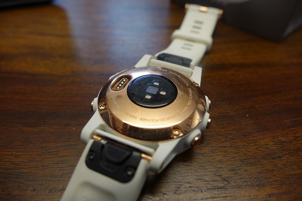 Garmin Fenix 5S Plus underside sensors