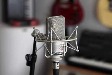 Shockmount for vocal recordings