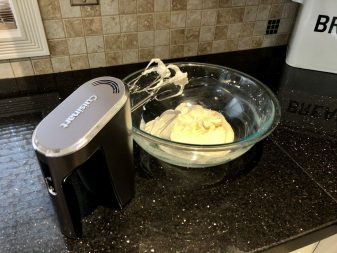 Cuisinart HM in use