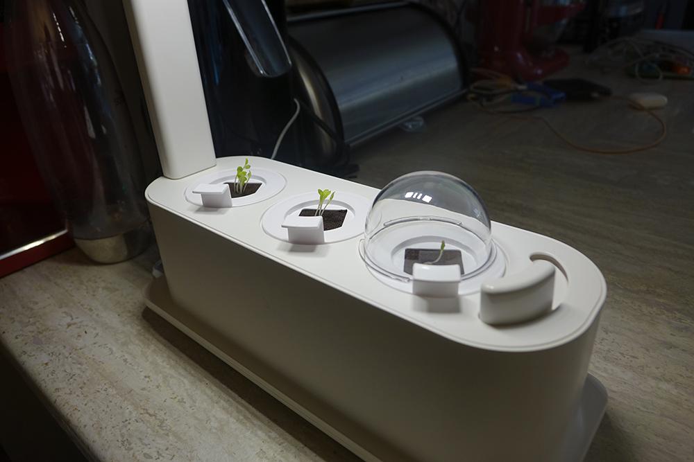 Grobo Start Smart Indoor Garden humidity domes coming off