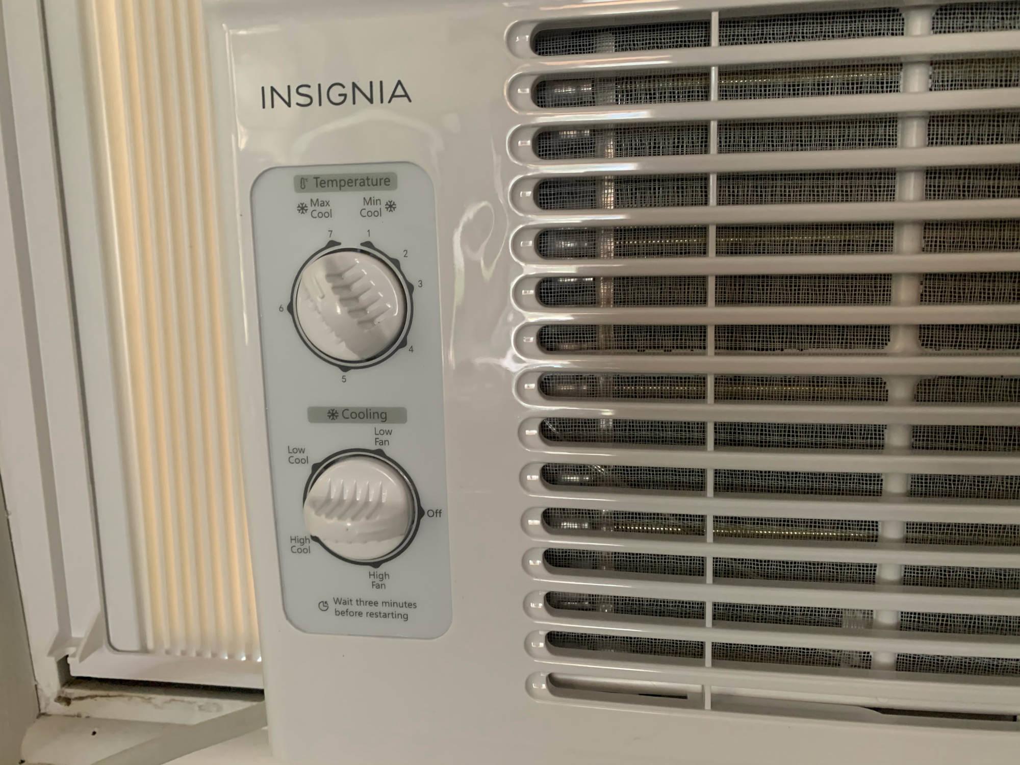 Insignia 5000 Air Conditioner Controls