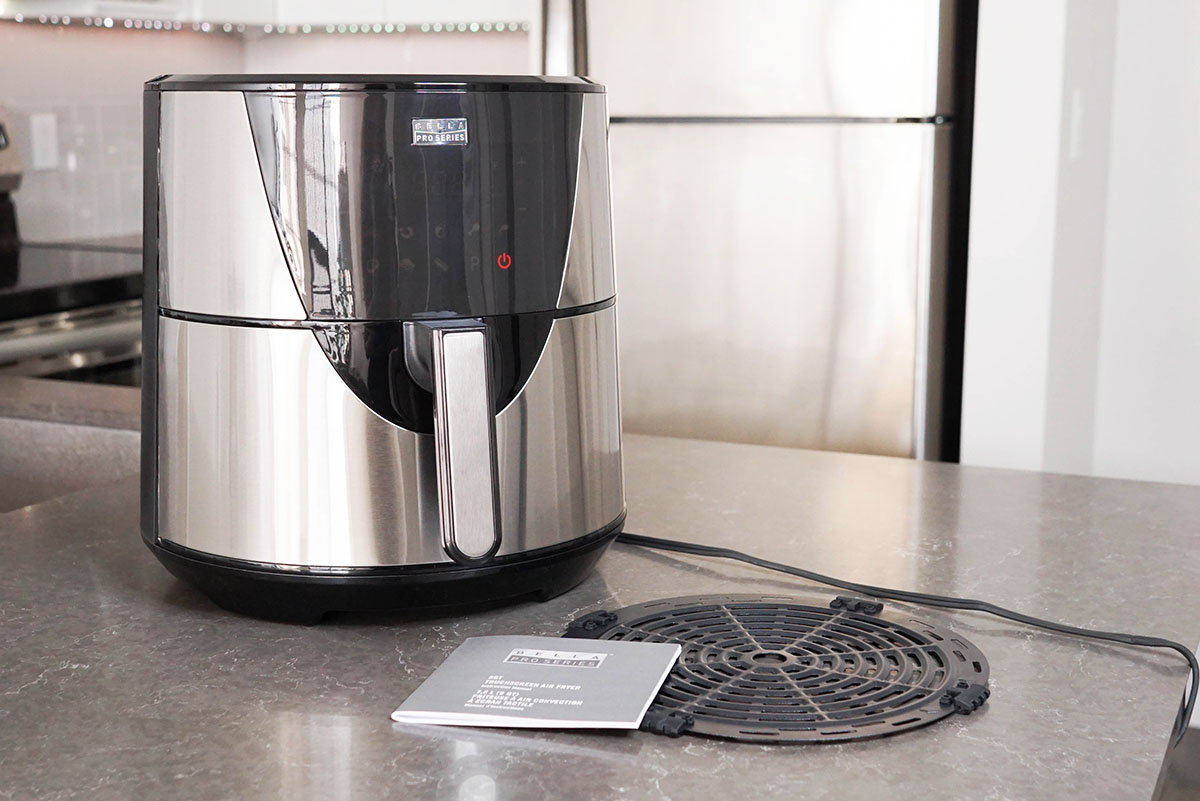 What's in the box of the Bella Pro Air Fryer