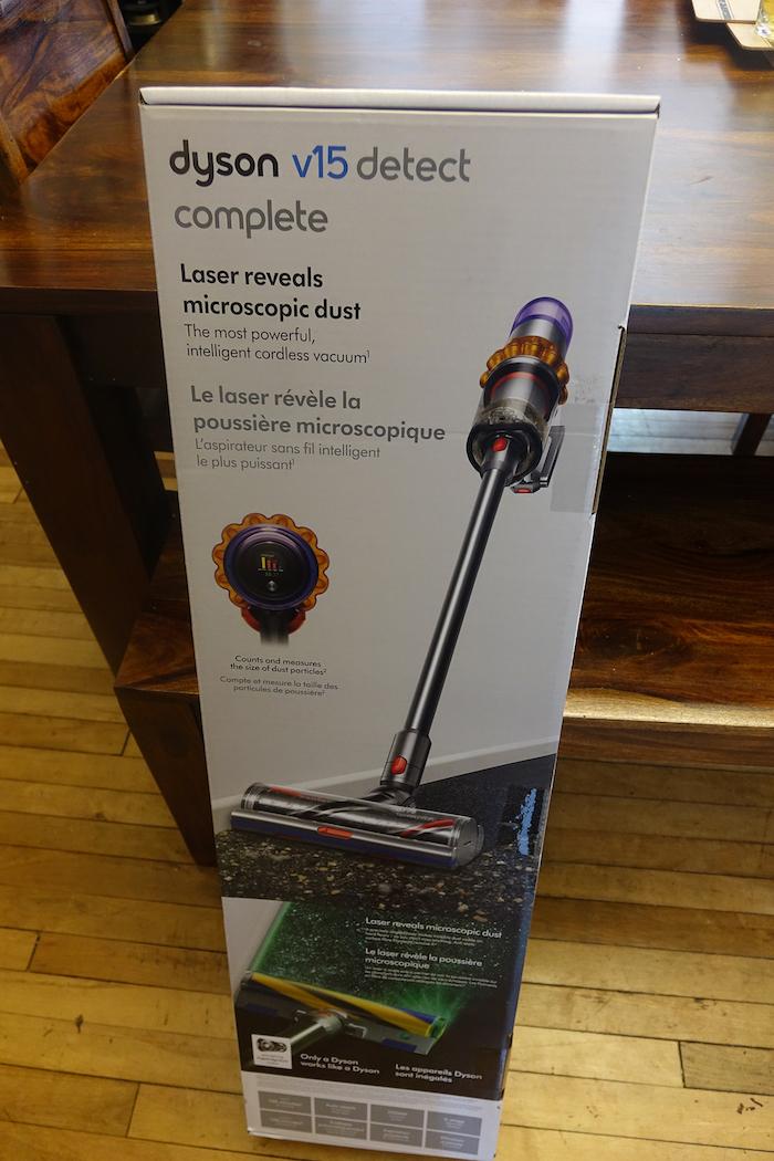Dyson V15 Detect Complete box