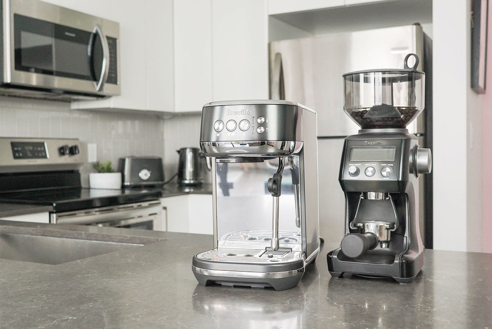 What's in the box of the Breville Smart Coffee Grinder